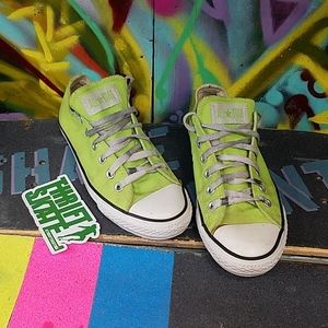 Lime green converse!! 💚😎🔥🔥🔥